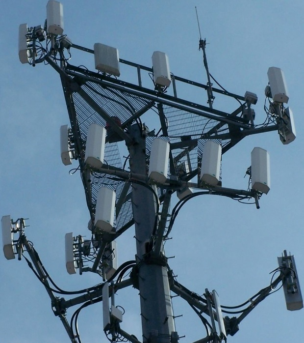 Celluar_Antenna_with_tower_for_5G